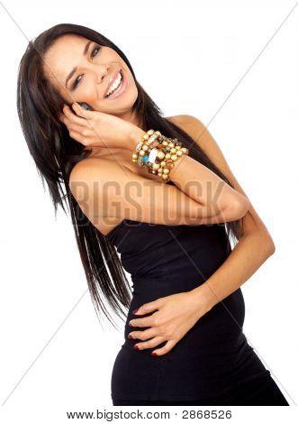 Frau lächelnd am Telefon