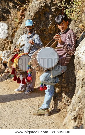 Buskers Busking Shiva Kodi Himalayas