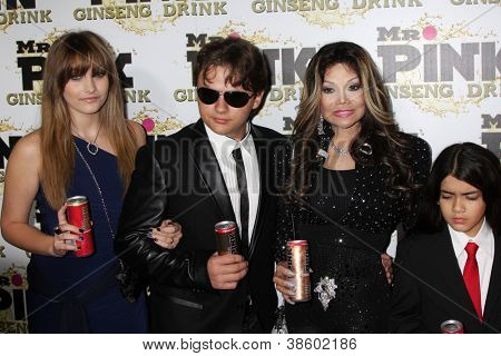 LOS ANGELES - OCT 11:  Paris Jackson, Prince Michael Jackson, LaToya Jackson, Blanket Jackson arrives at the