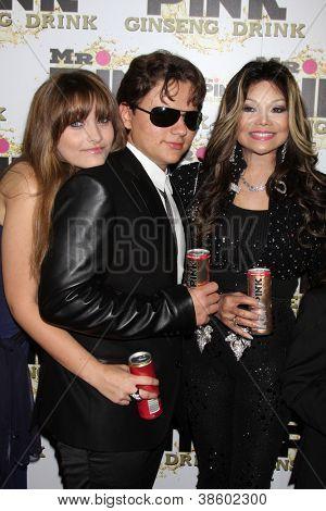 LOS ANGELES - OCT 11:  Paris Jackson, Prince Michael Jackson, LaToya Jackson arrives at the