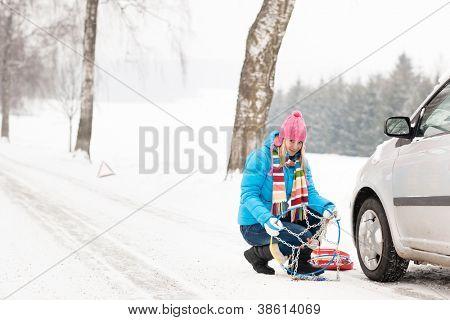Correntes para pneus de neve de inverno mulher carro quebra de problemas