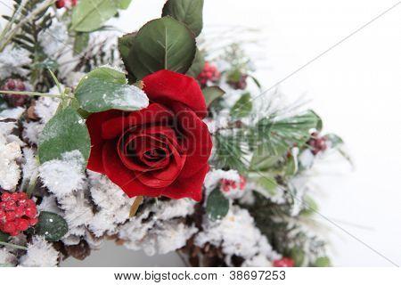 splendid single red rose in bouquet