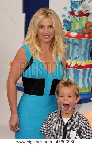 LOS ANGELES - JUL 28:  Britney Spears, Sean Preston Federline arrives at the