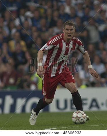 MADRID, SPAIN. 22/05/2010. Munich's midfielder Bastian Schweinsteiger  in action during the  Champions League final played in The Santiago Bernabeu Stadium, Madrid.