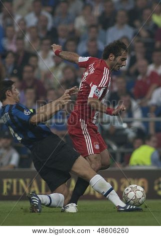 MADRID, SPAIN. 22/05/2010. Munich's midfielder Hamit Altintop is tackled by Milan's defender Javier Zanetti in action during the  Champions League final played in The Santiago Bernabeu Stadium, Madrid