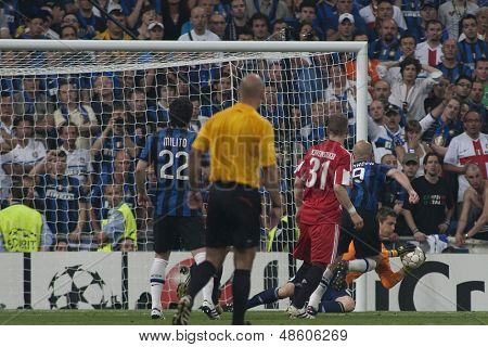 MADRID, SPAIN. 22/05/2010. Munich's goalkeeper Hans-Jorg Butt saves a shot from Milan's midfielder Wesley Sneijder during the  Champions League final played in The Santiago Bernabeu Stadium, Madrid.