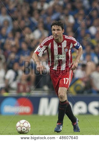 MADRID, SPAIN. 22/05/2010. Munich's midfielder Mark van Bommel (captain) in action during the  Champions League final. played in The Santiago Bernabeu Stadium, Madrid. Inter Milan won the match 2-0.