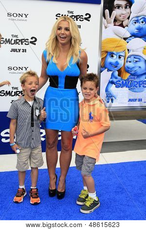 LOS ANGELES - JUL 28:  Britney Spears, sons arrives at the