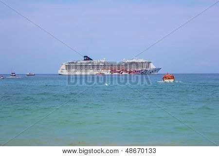 Hawaii Cruise Ship