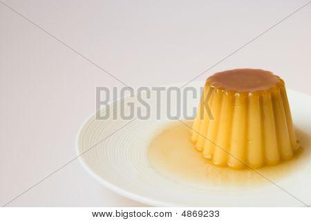 Creme de caramelo em um prato