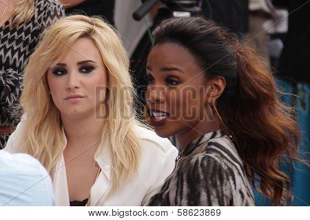Demi Lovato, Kelly Rowland at