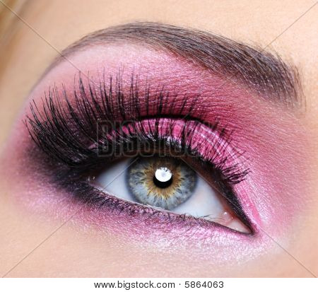 Crimsom Make-up Eye And  Long Eyelashes