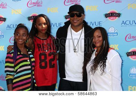 LL Cool J with family at the 2013 Teen Choice Awards Arrivals, Gibson Amphitheatre, Universal City, CA 08-11-13