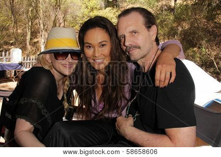 Jennifer Blanc-Biehn, Tia Carrere, Michael Biehn on the set of