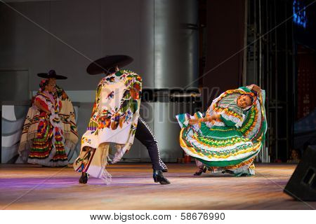 Bent Mexican Traditional Jalisco Dancer Green