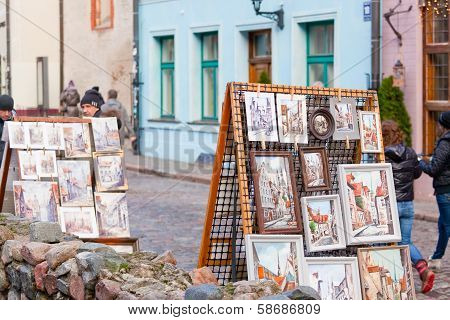 Pictures of sidewalk artists