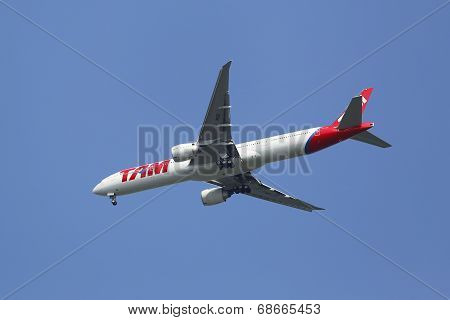 TAM Airlines Boeing 777 in New York sky before landing at JFK Airport