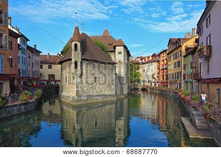 ANNECY, FRANCE - SEPTEMBER 17, 2012: The charming ancient city of  Annecy in Provence. Clear early morning. The bastion turned into prison, is reflected in channel water