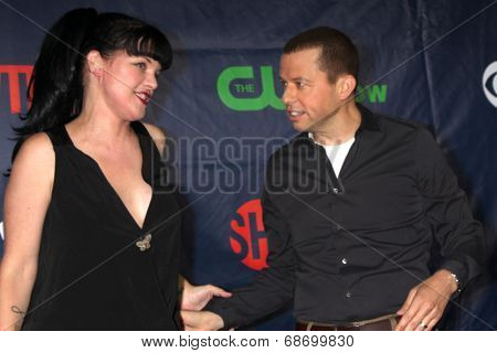 LOS ANGELES - JUL 17:  Pauley Perrette, Jon Cryer at the CBS TCA July 2014 Party at the Pacific Design Center on July 17, 2014 in West Hollywood, CA