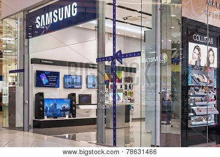 Samsung Showcases Salon In The Mall Aviapark