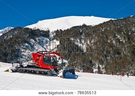 Snow Groomer