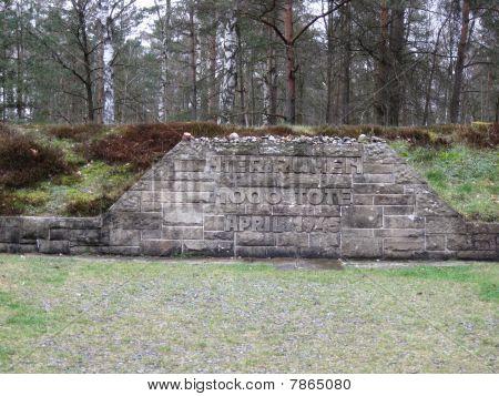 monument Bergen-Belsen