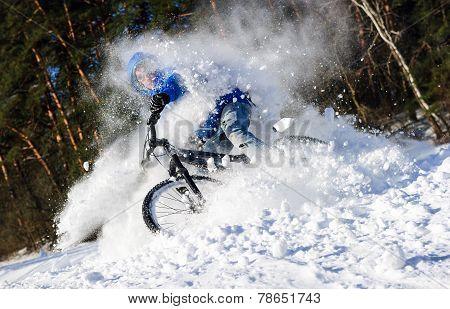 Cyclist extreme snow