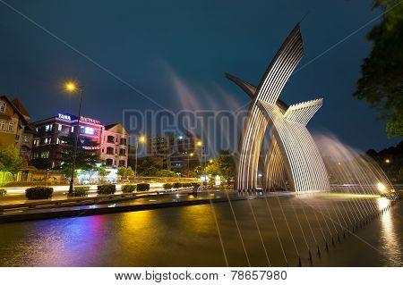 night view Metal Sculpture or peaceful monument welcome statue at Hoang Van Thu Park