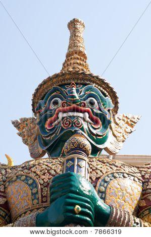 Giant guard Wat Pho.
