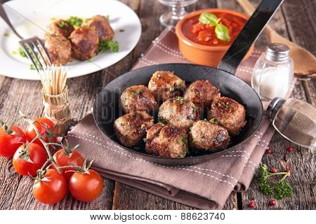 grilled meatballs and tomato