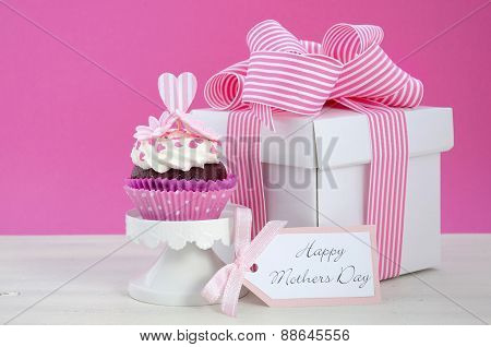 Happy Mothers Day Pink And White Cupcakes.