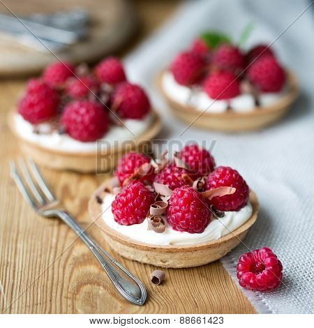 Raspberry tarts with chocolate shavings
