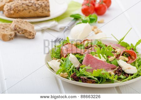 Arugula Salad With Meat And Mozzarella