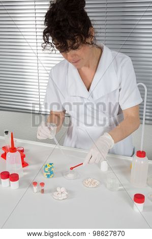 Focused Life Science Professional Pipetting Human Serum Media Containing Hiv Infected Cells