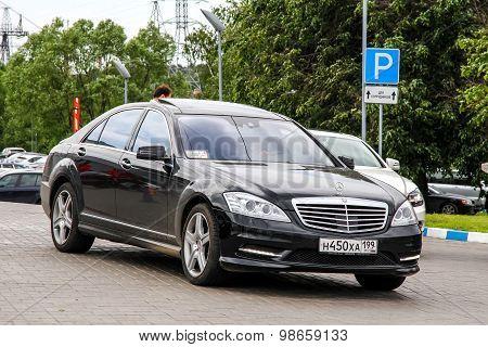 Mercedes-benz W221 S-class