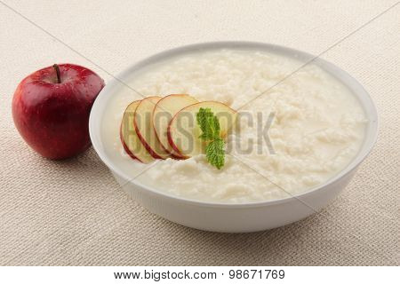 Pudding with milk and apples.