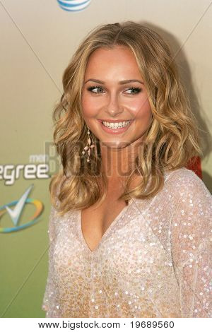 LOS ANGELES - MAY 30: Actress Hayden Panettiere attends the 2009 Spike TV Guys Choice Awards at Sony Studios in Los Angeles on May 30, 2009.