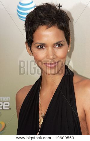 LOS ANGELES - 30 de mayo: Asiste a la actriz Halle Berry 2009 Spike TV Guys Choice Awards en Sony Studi