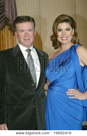 BEVERLY HILLS - FEV. 27: Alan Thicke & Gloria Loring chegam ao Norby Walters 21 ó noite anual