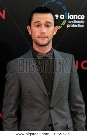 LOS ANGELES - JUL 13:  Joseph Gordon-Levitt arrive at the Inception Premiere at Grauman's Chinese Theater on July13, 2010 in Los Angeles, CA ....