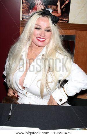 LOS ANGELES - JUL 24:  Mamie Van Doren at the Hollywood Show  at Mariott Hotel on July24, 2010 in Burbank, CA ....