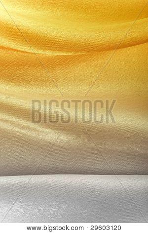 Fondo de la tela de seda dorada, closeup