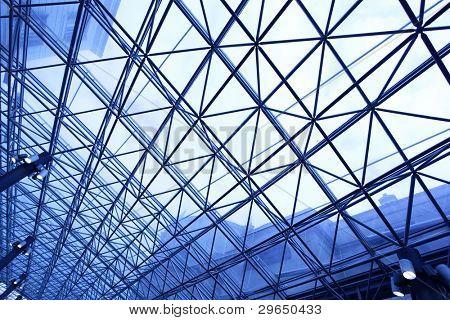 Oberlicht-Fenster schließen abgeschwächt bis in die blaue Farbe