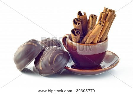 Marshmallows in chocolate and cinnamon bark
