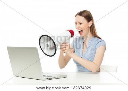 Geschäftsfrau schrie laptop