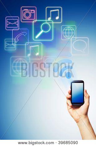 Smartphone con pantalla táctil y los iconos de aplicaciones virtuales