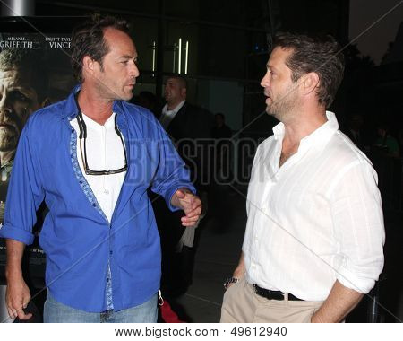 LOS ANGELES - AUG 14:  Luke Perry, Jason Priestley at the