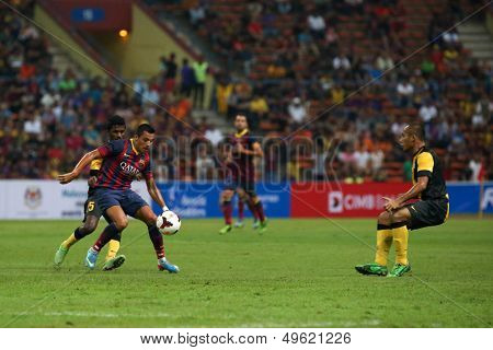 KUALA LUMPUR - AUGUST 10: FC Barcelona's Alexis Sanchez (maroon/blue) controls the midfield in a game vs Malaysia at the Shah Alam Stadium on August 10, 2013 in Malaysia. FC Barcelona wins 3-1.