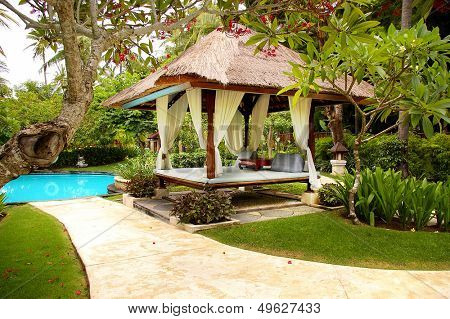 peaceful relaxing territory on balinese resort