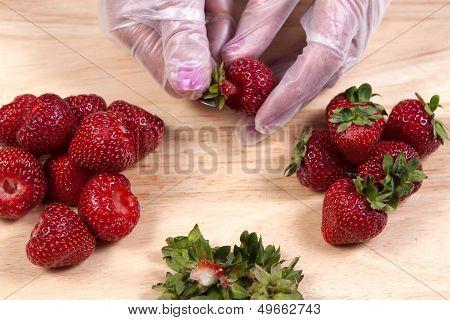 Hulling strawberries